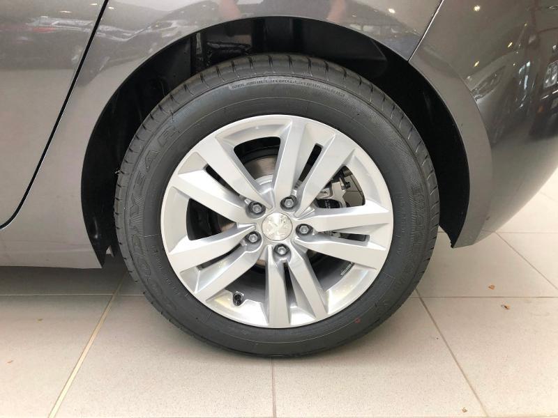 Photo 16 de l'offre de PEUGEOT 308 1.2 PureTech 110ch E6.c S&S Active Business 5cv à 16490€ chez Duval Automobiles