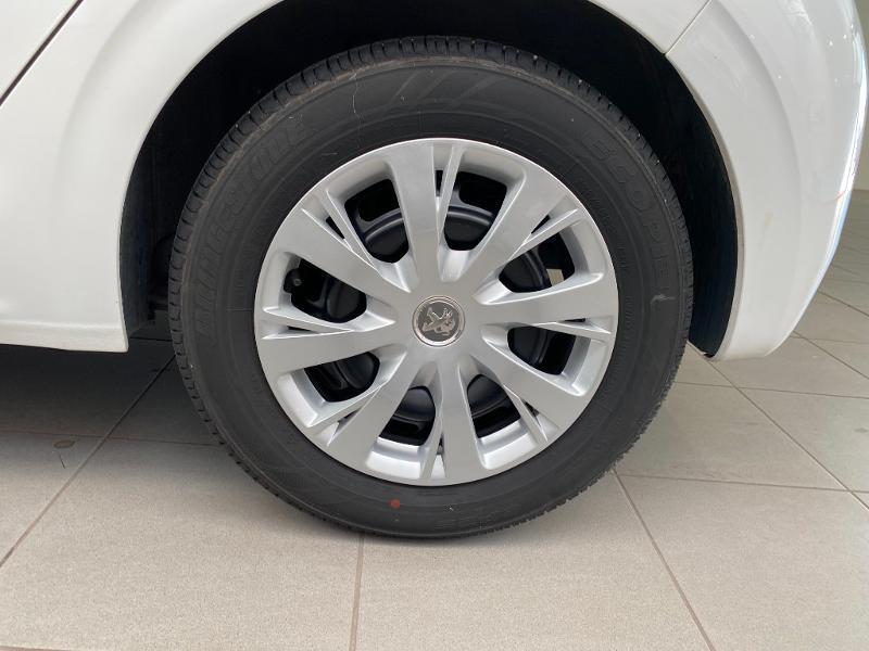 Photo 15 de l'offre de PEUGEOT 208 1.5 BlueHDi 100ch E6.c S&S Active à 12490€ chez Duval Automobiles
