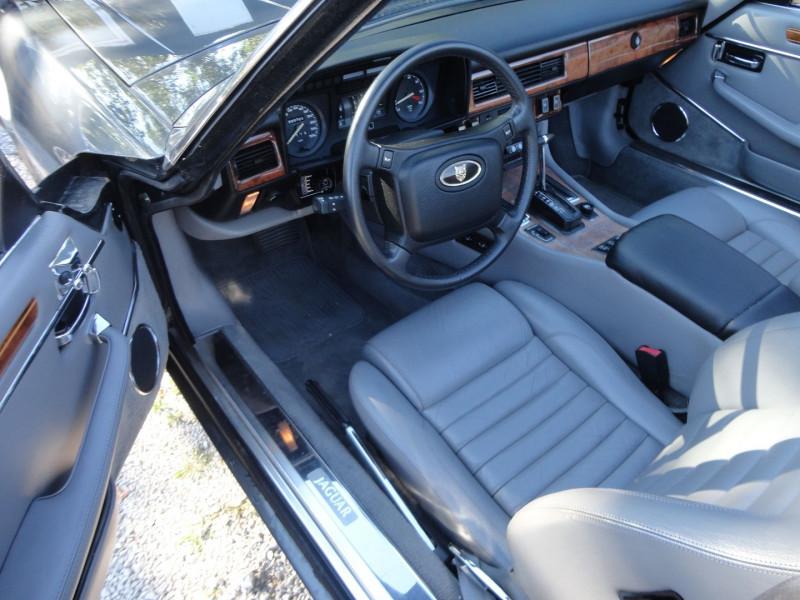 Photo 2 de l'offre de JAGUAR XJS CABRIOLET V12 6.0 CABRIOLET BA à 34000€ chez TPL AUTO