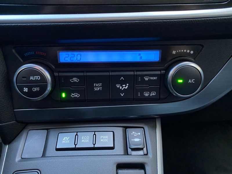 Photo 11 de l'offre de TOYOTA AURIS HSD 136H EXECUTIVE CONNECT 5P à 12990€ chez Iptrans Auto Paris