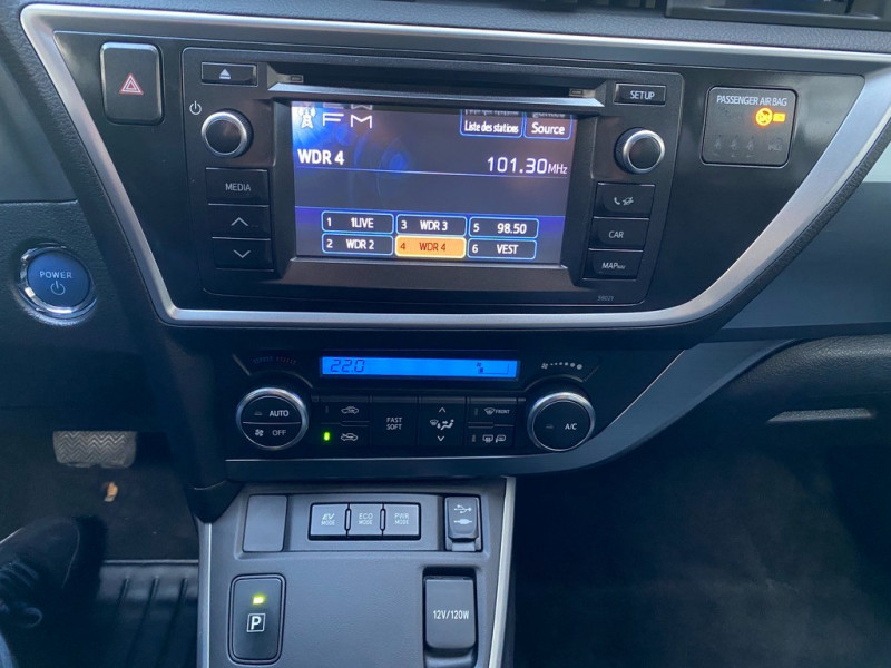 Photo 12 de l'offre de TOYOTA AURIS HSD 136H EXECUTIVE CONNECT 5P à 12990€ chez Iptrans Auto Paris