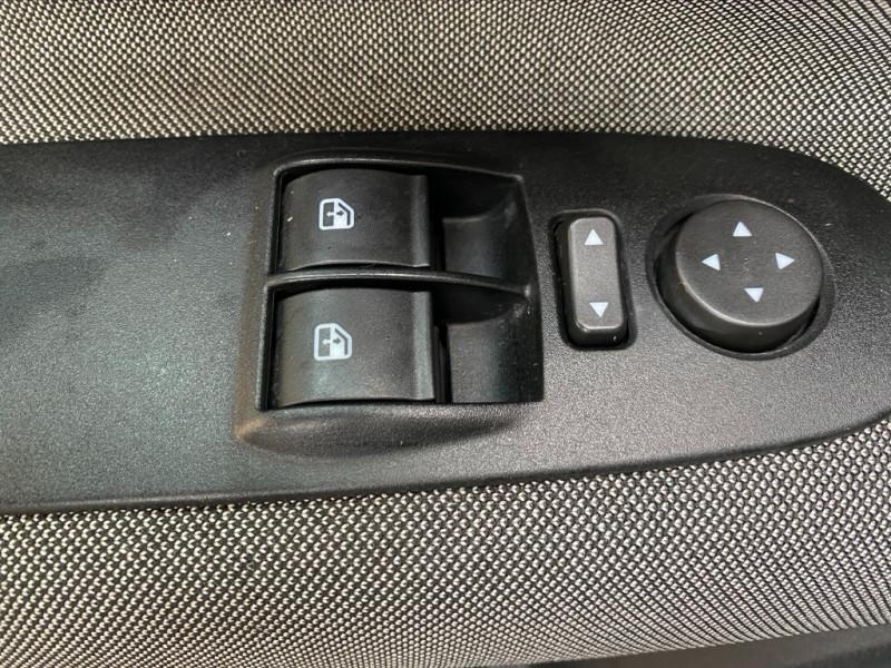 Photo 15 de l'offre de FIAT PUNTO EVO 1.4 8V 77CH DYNAMIC 3P à 4490€ chez Iptrans Auto Paris