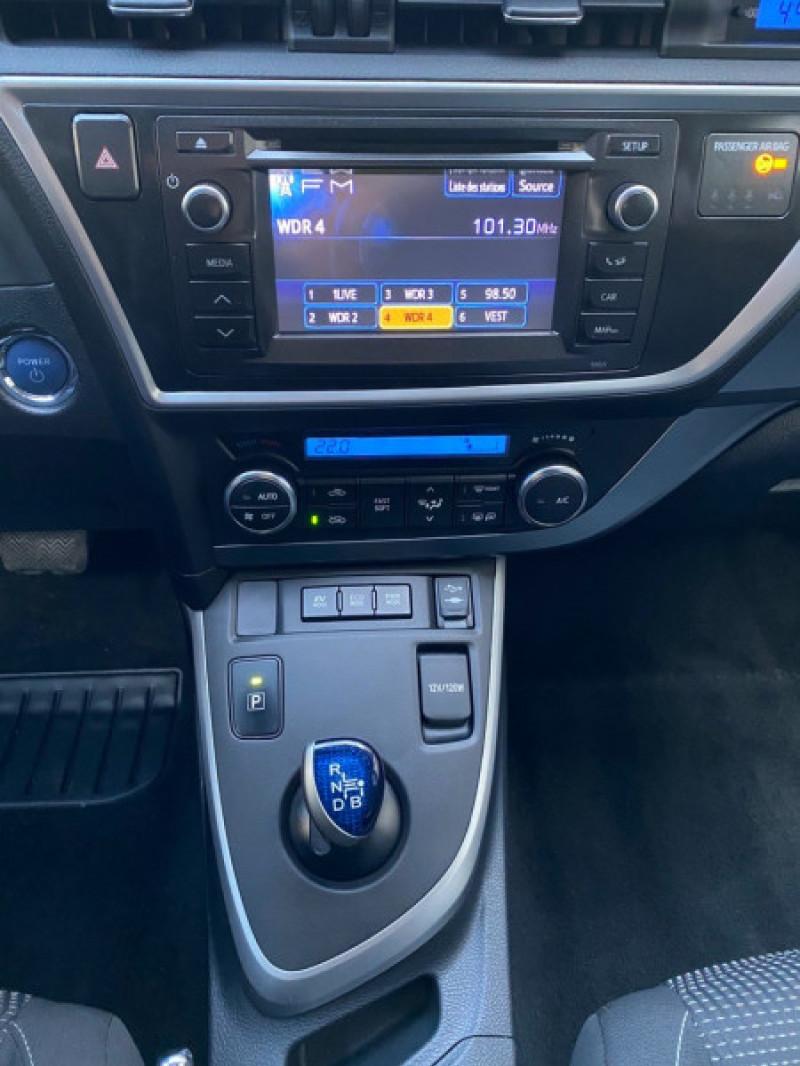Photo 13 de l'offre de TOYOTA AURIS HSD 136H EXECUTIVE CONNECT 5P à 12490€ chez Iptrans Auto Paris