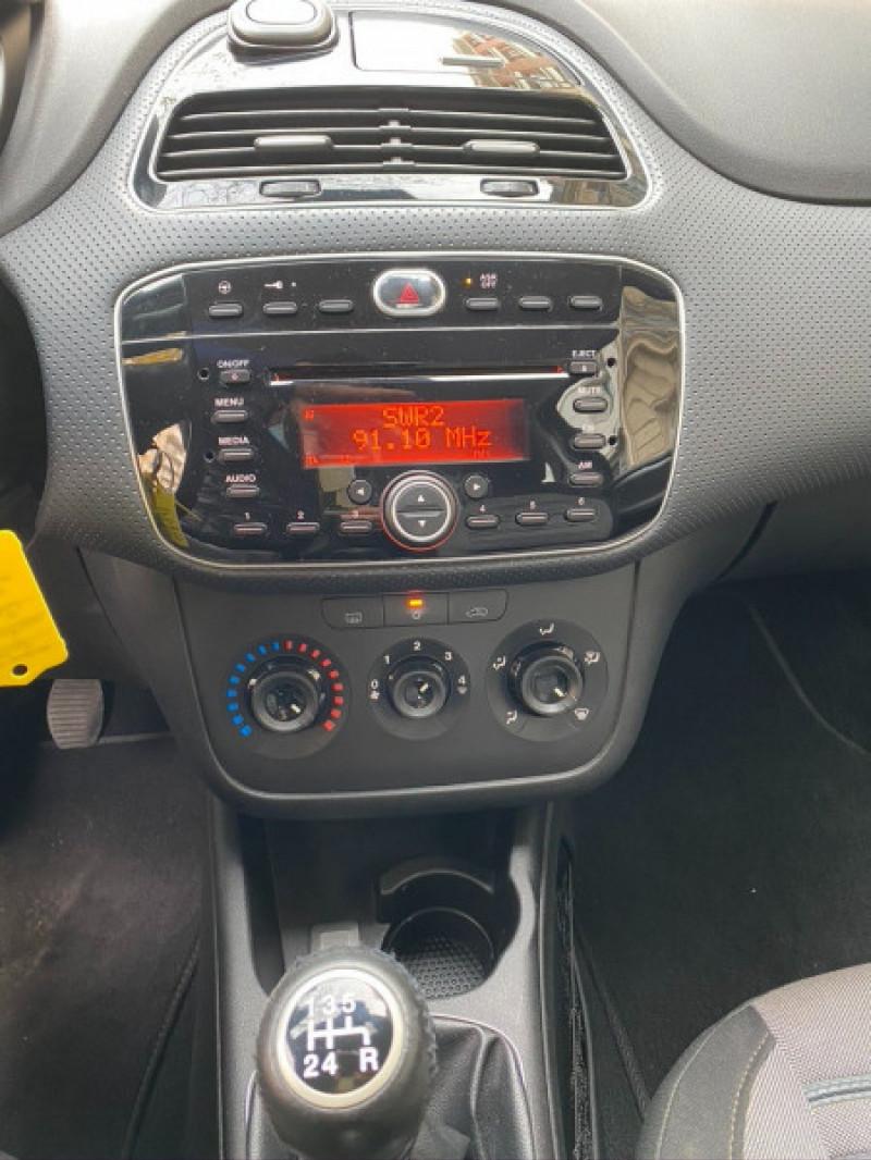 Photo 8 de l'offre de FIAT PUNTO EVO 1.4 8V 77CH DYNAMIC 3P à 4490€ chez Iptrans Auto Paris