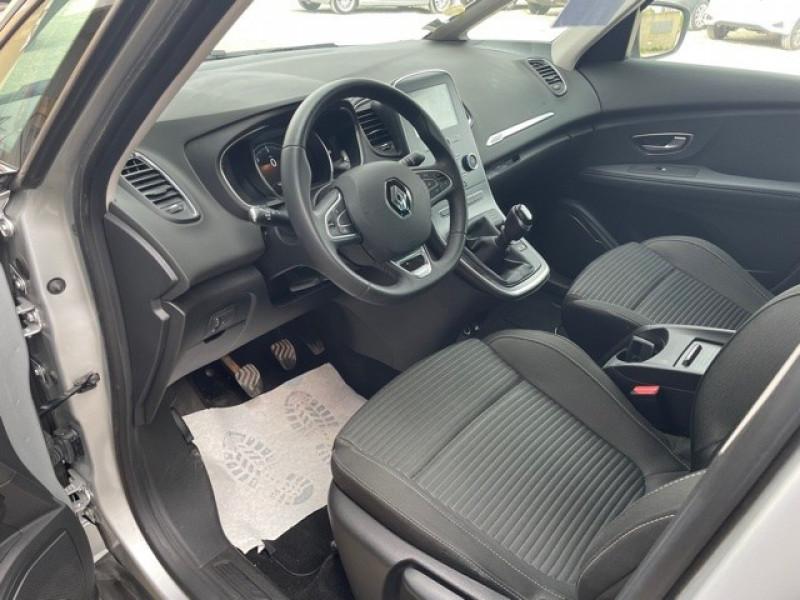 Photo 10 de l'offre de RENAULT SCENIC IV 1.7 BLUE DCI 120CH BUSINESS à 13990€ chez Larrieu automobiles