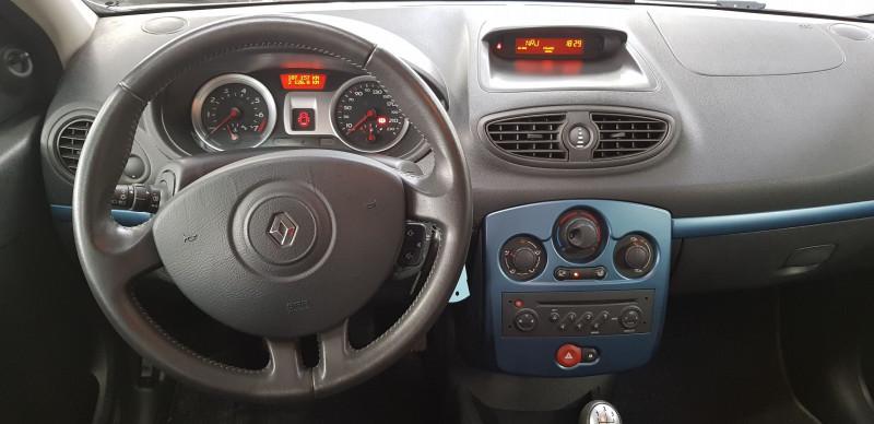 Photo 8 de l'offre de RENAULT CLIO III 1.2 16V 75CH AUTHENTIQUE 5P à 6390€ chez L'Automobile - Jérôme BATHIARD