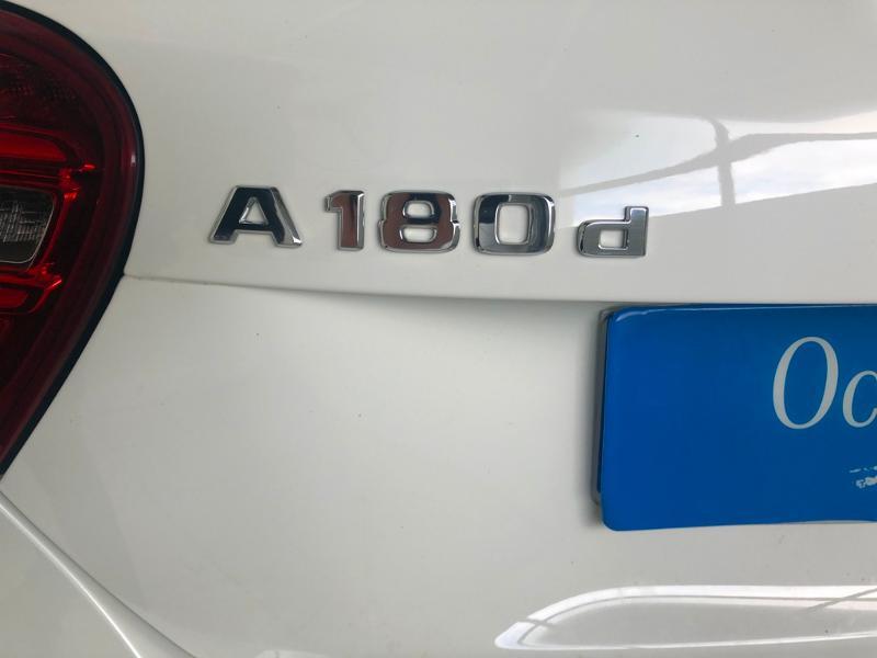 Photo 14 de l'offre de MERCEDES-BENZ Classe A 180 d Intuition à 19900€ chez Aubin automobiles