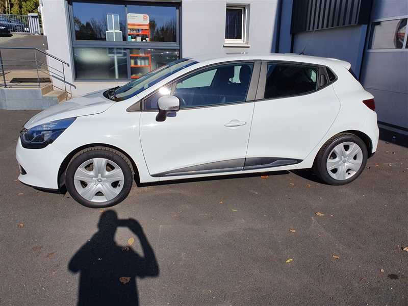 Photo 16 de l'offre de RENAULT CLIO IV CLIO IV 1.5DCI BUSINESS à 7950€ chez Mareuil automobiles