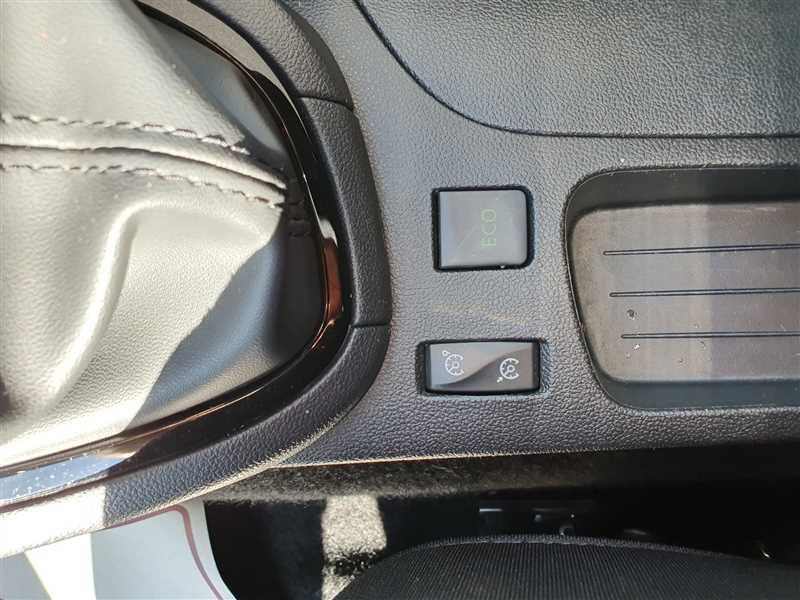 Photo 9 de l'offre de RENAULT CLIO IV CLIO IV 1.5DCI BUSINESS à 7950€ chez Mareuil automobiles