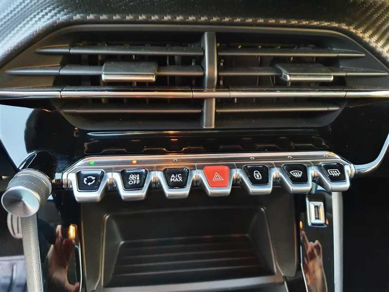 Photo 9 de l'offre de PEUGEOT 208 II 1.2PURETECH 75 S&S à 16190€ chez Mareuil automobiles