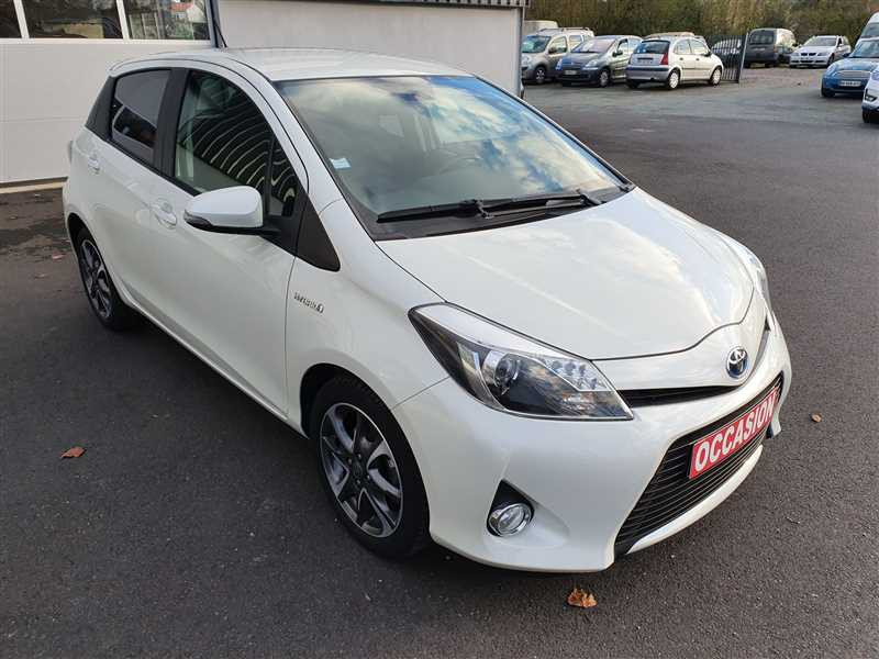 Toyota YARIS HYB YARIS HYB 1.5 100H GRAPHIC ESSENCE ET ELECTRICITE (NON RECHARGEABLE) BLANC Occasion à vendre
