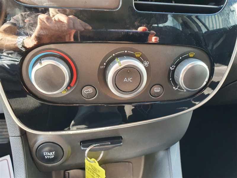 Photo 6 de l'offre de RENAULT CLIO IV CLIO IV 1.5DCI BUSINESS à 7950€ chez Mareuil automobiles