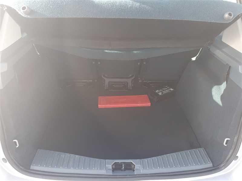 Photo 15 de l'offre de FORD C-MAX C-MAX 1.6 TDCI 115 TITANIUM à 6450€ chez Mareuil automobiles