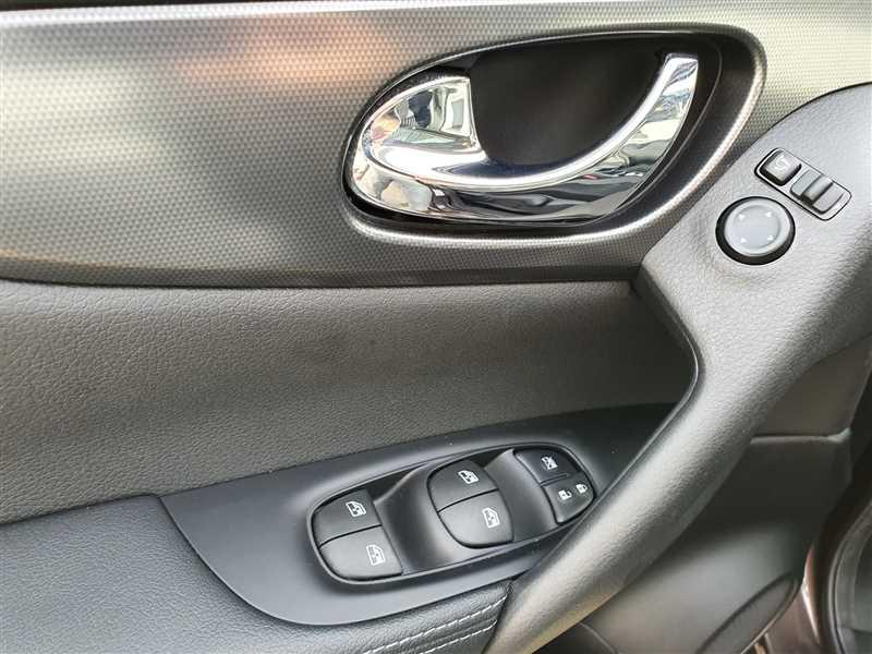Photo 10 de l'offre de NISSAN QASHQAI II QASHQAI II Ph2 1.5DCI 115 N-CONNECTA  à 20790€ chez Mareuil automobiles