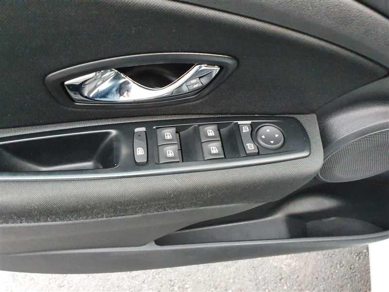 Photo 12 de l'offre de RENAULT MEGANE ESTATE MEGANE III ESTATE 1.5DCI 110 LIMITED ENERGY à 9850€ chez Mareuil automobiles