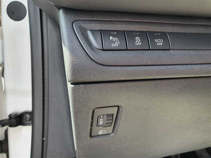 Photo 10 de l'offre de PEUGEOT 208 208 1.6 HDI 75 ACTIVE BUSINESS à 8890€ chez Mareuil automobiles
