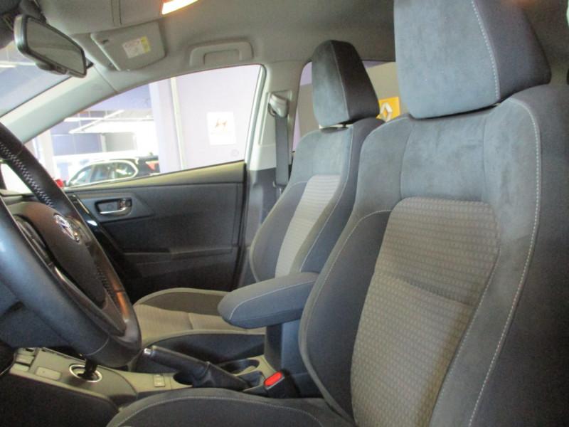 Photo 10 de l'offre de TOYOTA AURIS HSD 136H COLLECTION RC18 à 16990€ chez L'automobile By Bacchi-Bouteille