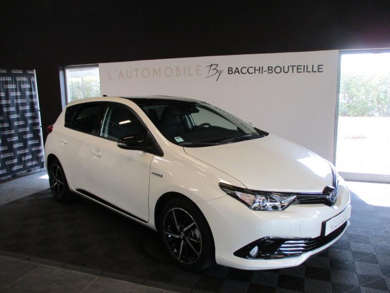 Photo 1 de l'offre de TOYOTA AURIS HSD 136H COLLECTION RC18 à 16990€ chez L'automobile By Bacchi-Bouteille