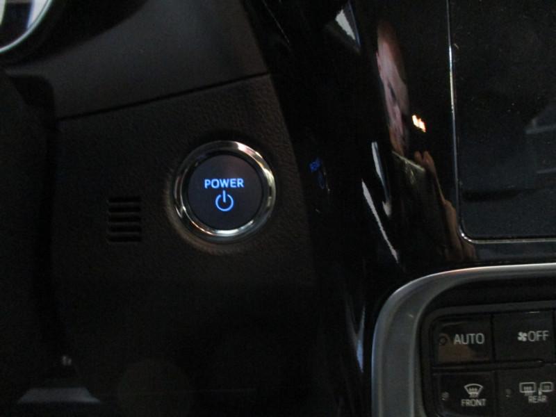 Photo 13 de l'offre de TOYOTA AURIS HSD 136H COLLECTION RC18 à 16990€ chez L'automobile By Bacchi-Bouteille