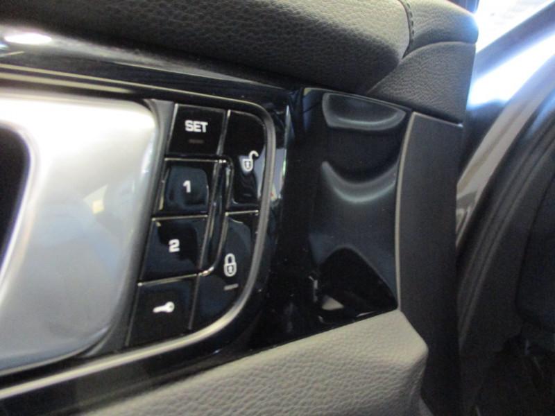 Photo 16 de l'offre de PORSCHE PANAMERA 3.0 V6 330CH 4 à 68950€ chez L'automobile By Bacchi-Bouteille