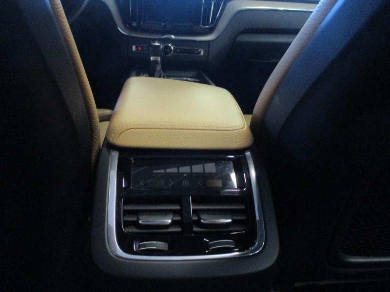 Photo 25 de l'offre de VOLVO XC60 D5 ADBLUE AWD 235CH INSCRIPTION LUXE GEARTRONIC à 44900€ chez L'automobile By Bacchi-Bouteille
