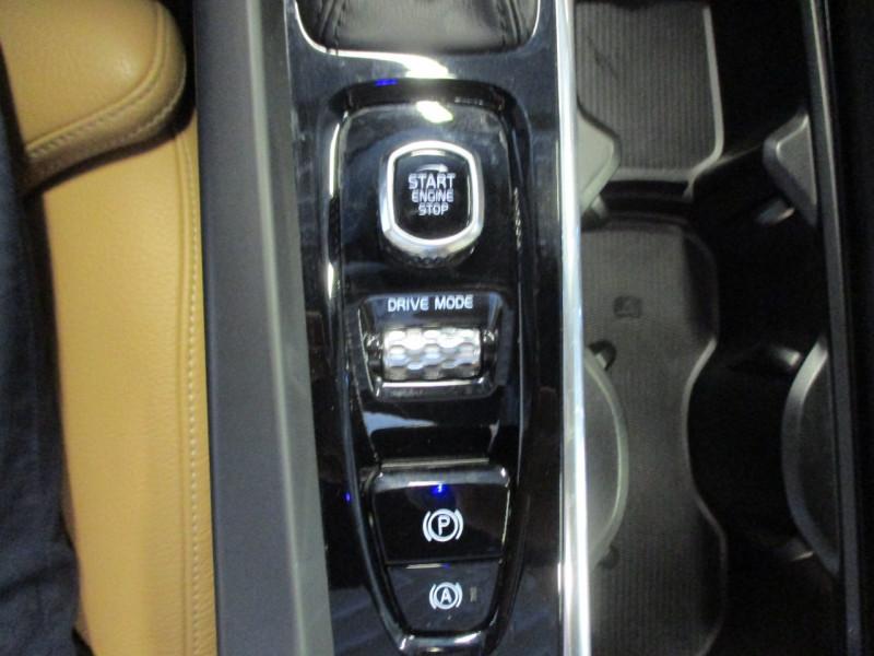 Photo 19 de l'offre de VOLVO XC60 D5 ADBLUE AWD 235CH INSCRIPTION LUXE GEARTRONIC à 44900€ chez L'automobile By Bacchi-Bouteille