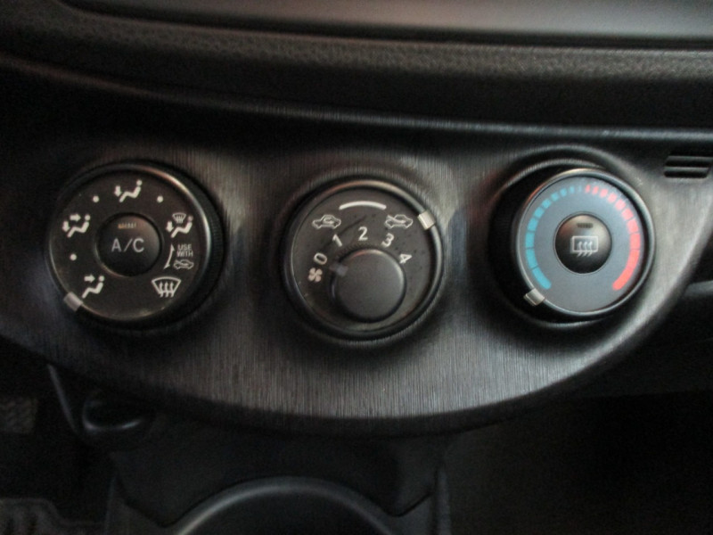 Photo 10 de l'offre de TOYOTA YARIS 69 VVT-I ACTIVE 5P à 6990€ chez L'automobile By Bacchi-Bouteille
