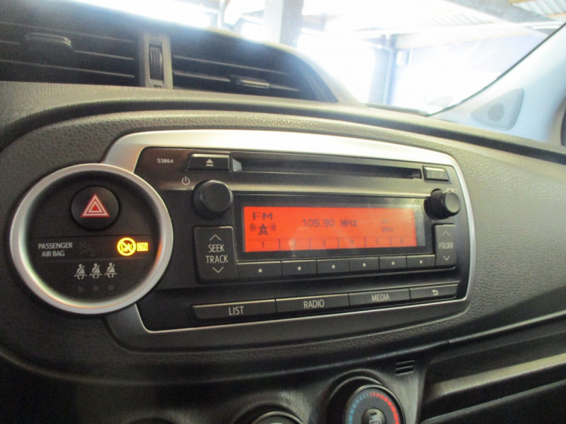 Photo 11 de l'offre de TOYOTA YARIS 69 VVT-I ACTIVE 5P à 6990€ chez L'automobile By Bacchi-Bouteille