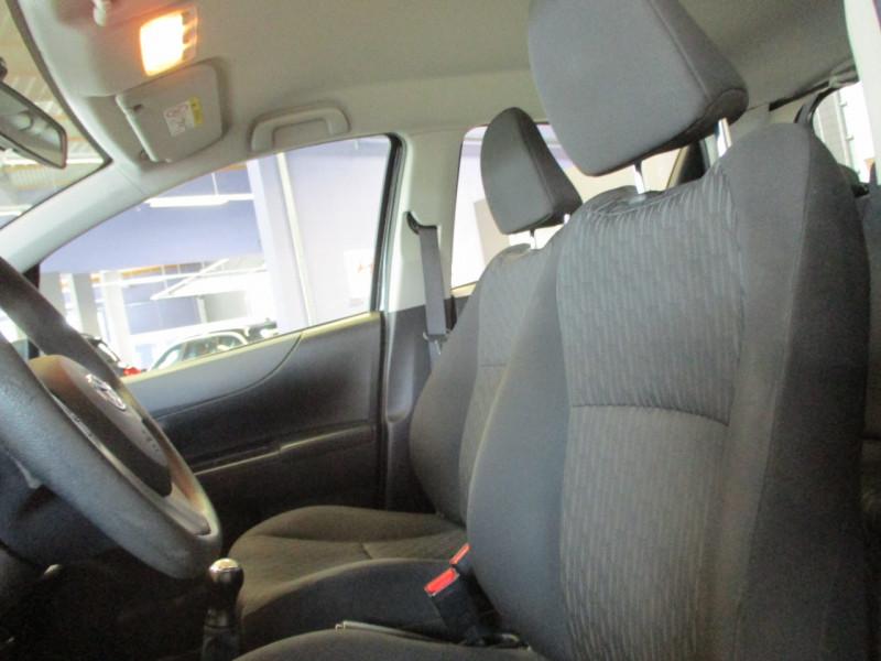 Photo 8 de l'offre de TOYOTA YARIS 69 VVT-I ACTIVE 5P à 6990€ chez L'automobile By Bacchi-Bouteille