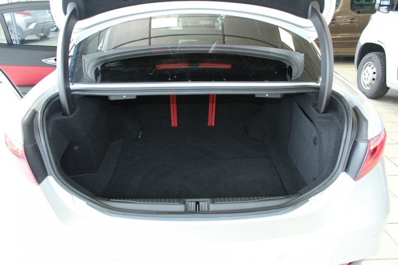Photo 8 de l'offre de ALFA ROMEO GIULIA 2.2 JTD 190CH SPORT EDITION AT8 MY19 à 32900€ chez BMC Autos 47