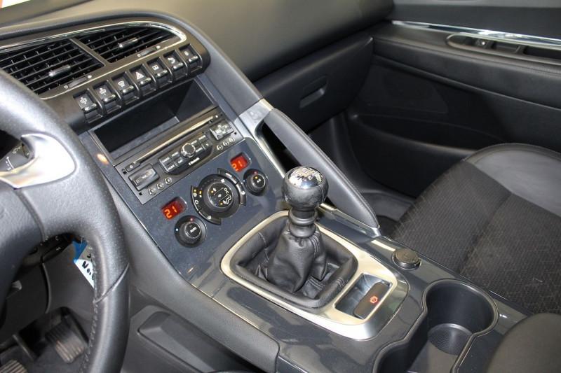Photo 16 de l'offre de PEUGEOT 3008 1.6 BLUEHDI 120CH ALLURE S&S à 9900€ chez BMC Autos 47