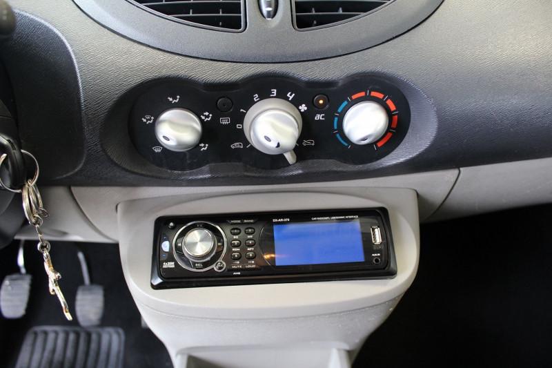 Photo 14 de l'offre de RENAULT TWINGO II 1.5 DCI 65CH EXPRESSION à 4400€ chez BMC Autos 47