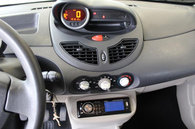 Photo 9 de l'offre de RENAULT TWINGO II 1.5 DCI 65CH EXPRESSION à 4400€ chez BMC Autos 47