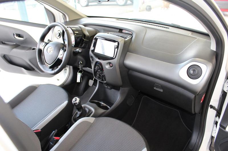 Photo 3 de l'offre de TOYOTA AYGO 1.0 VVT-I 72CH X-PLAY 5P MY19 à 11990€ chez BMC Autos 47