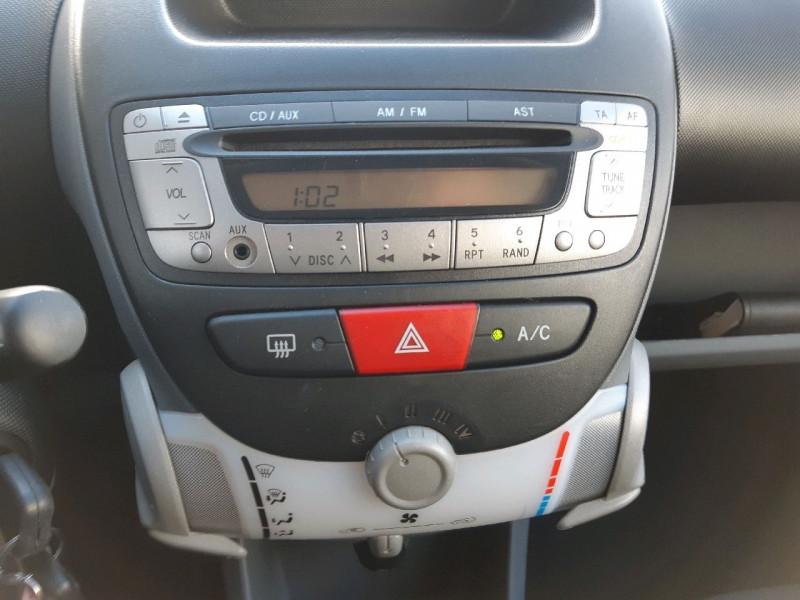 Photo 8 de l'offre de TOYOTA AYGO 1.0 VVT-I 68CH CONFORT 5P à 4990€ chez Carlyss automobiles Vitré