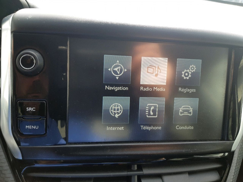 Photo 10 de l'offre de PEUGEOT 208 1.6 BLUEHDI 75CH STYLE 5P à 8490€ chez Carlyss automobiles Vitré