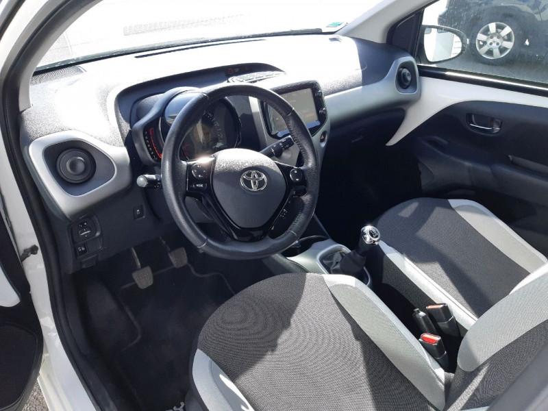 Photo 4 de l'offre de TOYOTA AYGO 1.0 VVT-I 69CH X-PLAY 5P à 7890€ chez Carlyss automobiles Vitré