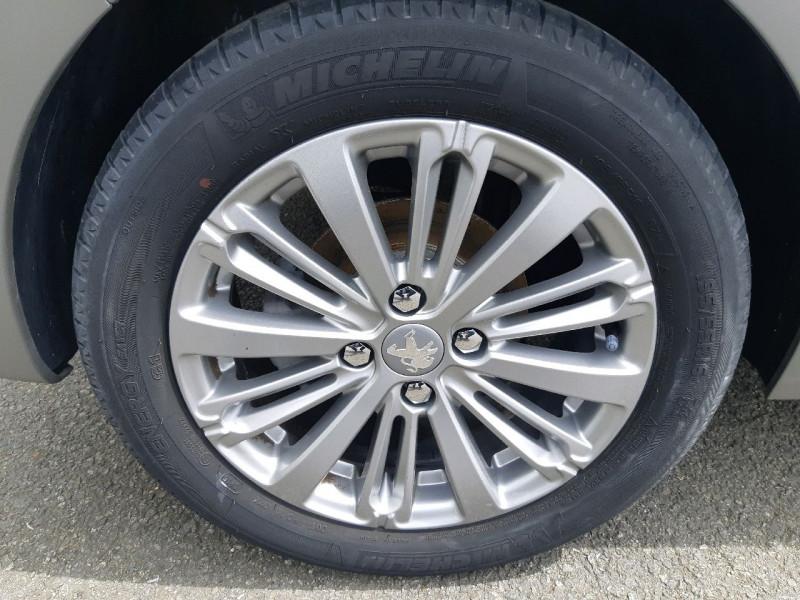 Photo 4 de l'offre de PEUGEOT 208 1.6 BLUEHDI 100CH ALLURE 5P à 10790€ chez Carlyss automobiles Vitré