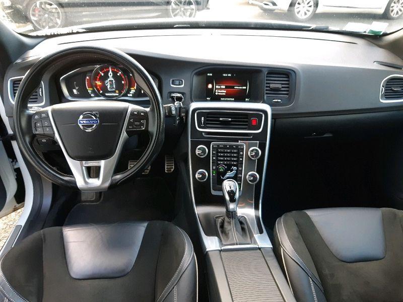 Photo 7 de l'offre de VOLVO V60 D4 190CH R-DESIGN GEARTRONIC à 12990€ chez Carlyss automobiles Vitré