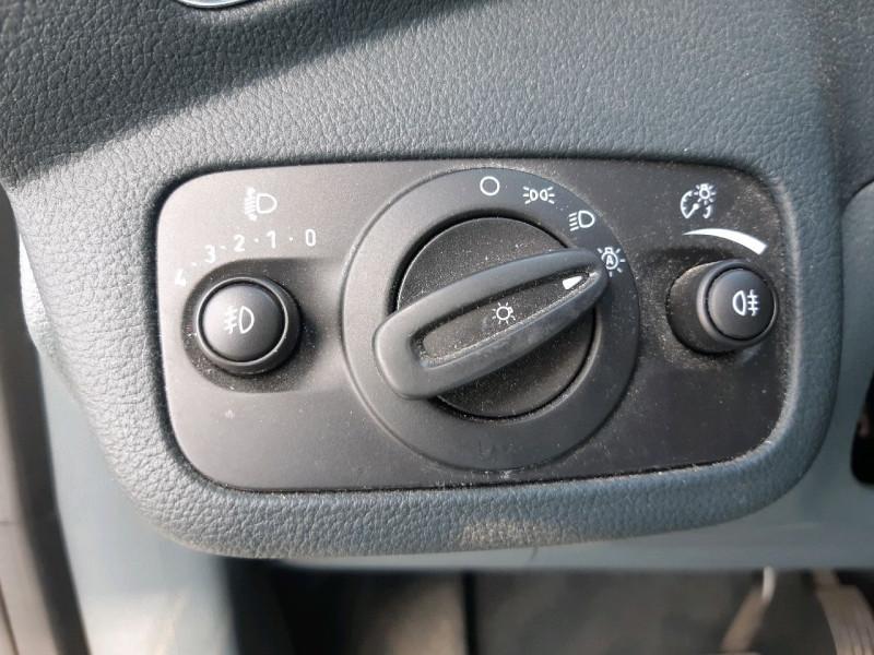 Photo 11 de l'offre de FORD C-MAX 2.0 TDCI 115CH FAP TITANIUM POWERSHIFT à 9490€ chez Carlyss automobiles Vitré