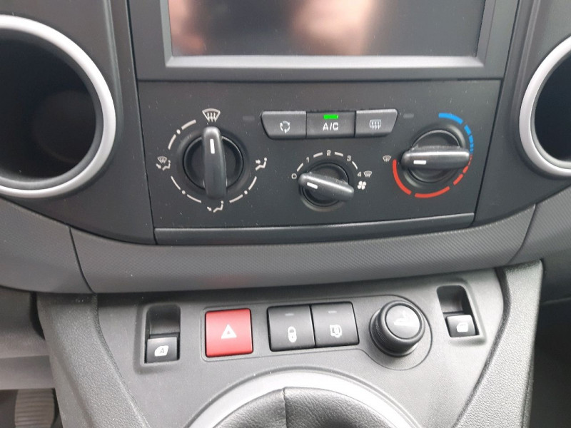Photo 8 de l'offre de CITROEN BERLINGO XL 1.6 BLUEHDI 100 CLUB à 12390€ chez Carlyss automobiles Vitré