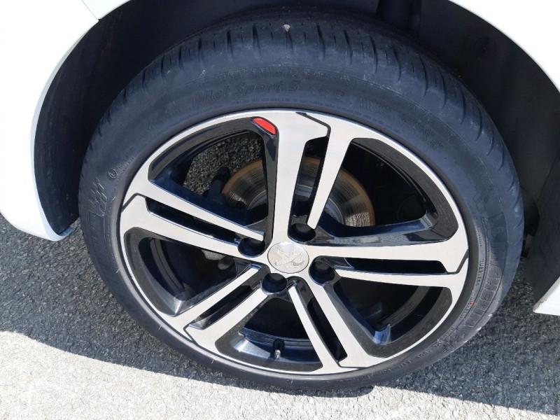Photo 4 de l'offre de PEUGEOT 208 1.2 PURETECH 110CH GT LINE S&S EAT6 5CV 5P à 13790€ chez Carlyss automobiles Vitré