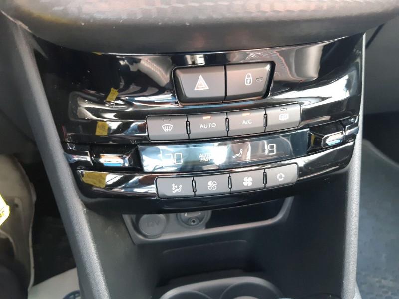 Photo 13 de l'offre de PEUGEOT 208 1.2 PURETECH 110CH GT LINE S&S EAT6 5CV 5P à 13790€ chez Carlyss automobiles Vitré