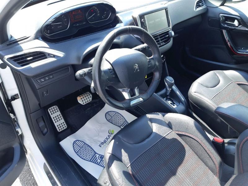 Photo 8 de l'offre de PEUGEOT 208 1.2 PURETECH 110CH GT LINE S&S EAT6 5CV 5P à 13790€ chez Carlyss automobiles Vitré