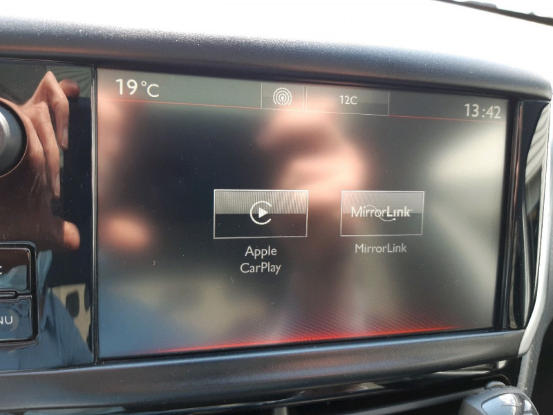 Photo 16 de l'offre de PEUGEOT 208 1.2 PURETECH 110CH GT LINE S&S EAT6 5CV 5P à 13790€ chez Carlyss automobiles Vitré