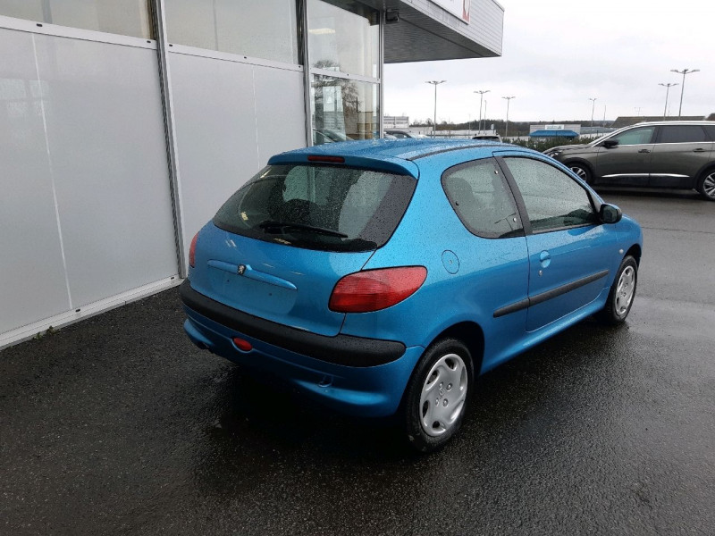 Photo 3 de l'offre de PEUGEOT 206 1.1 XR PRESENCE 3P à 2990€ chez Carlyss automobiles Vitré