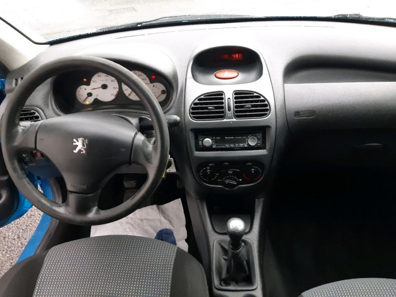Photo 7 de l'offre de PEUGEOT 206 1.1 XR PRESENCE 3P à 2990€ chez Carlyss automobiles Vitré