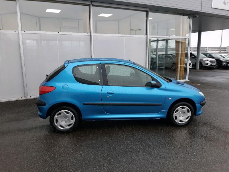 Photo 2 de l'offre de PEUGEOT 206 1.1 XR PRESENCE 3P à 2990€ chez Carlyss automobiles Vitré