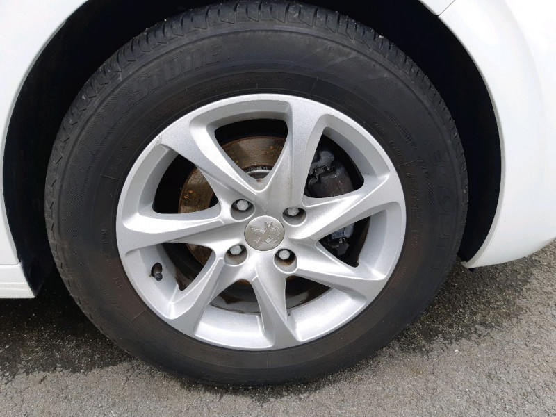 Photo 4 de l'offre de PEUGEOT 208 1.2 PURETECH 82CH ACTIVE 5P à 10490€ chez Carlyss automobiles Vitré