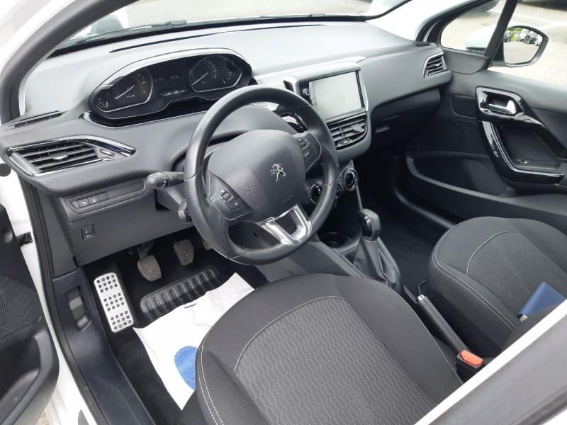 Photo 6 de l'offre de PEUGEOT 208 1.2 PURETECH 82CH ACTIVE 5P à 10490€ chez Carlyss automobiles Vitré